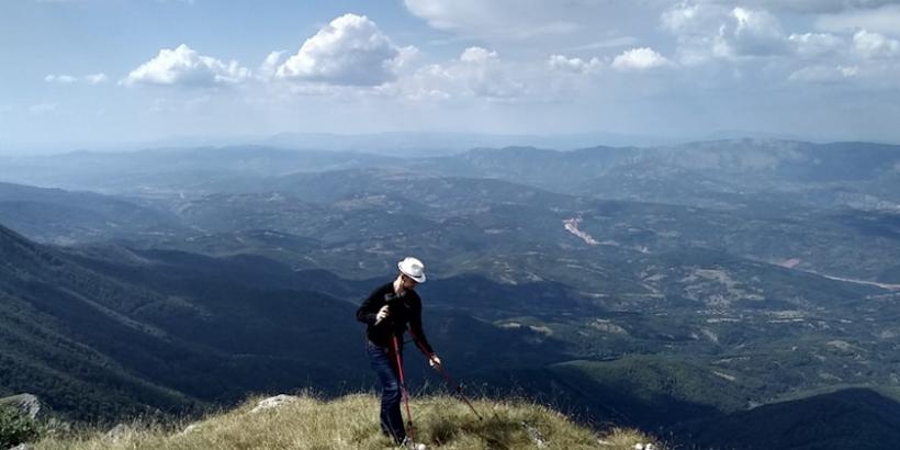 Uspon, Trem, Suva planina, planinarenje, Srbija, turizam, fotografija planine, fotografije planina, fotografija suve planine, fotografije trema, uspon, planinarski marker, turizam srbija, staza ka Tremu, Panorama sa trema,panorama trema suva planina
